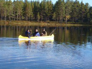 Eine Kanutour auf dem See oder den umliegenden Flüssen
